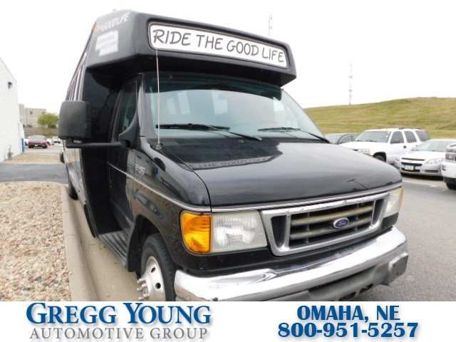 Pre-Owned 2004 Ford E-450SD Standard